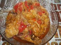 Skrzydełka z kurczaka z młodą kapustą i papryką