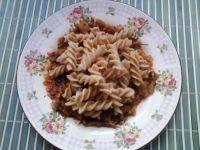 Spagetti z sosem  marchewkowo-cukiniowym z natką