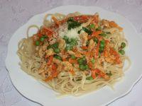 Spaghetti z kurczakiem i groszkiem