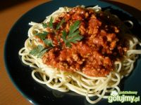 Spaghetti z mięsem mielonym i bazylią