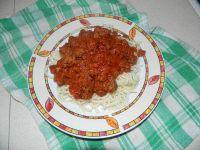 Spaghetti z mięsem mielonym w sosie pomidorowym