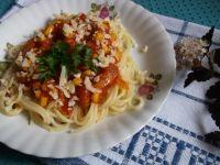 Spaghetti z pomidorowo-kukurydzianym sosem