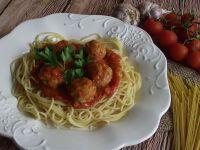 Spaghetti z pomidorowym sosem i pulpetami