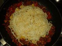 Spaghetti z sosem paprykowym i lubczykiem