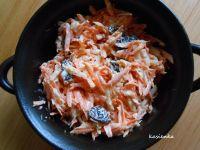 Surówka z marchewki, rodzynek i selera