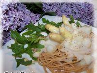 Szparagowe spaghetti pełnoziarniste