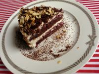Szybki torcik kakaowy z bitą śmietaną i owocami