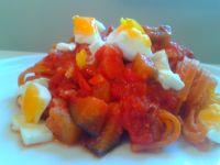 Tagliolini z bakłażanem, boczkiem i jajkiem
