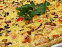 Tarta z ciecierzycą, łososiem i kurkami