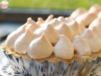 Tarteletki z brzoskwiniami pod bezą