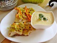 Tołpyga z warzywami i sosem jajeczno-cytrynowym