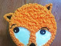 Tort lis z bitą śmietaną, mascarpone i truskawkami