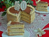 Tort migdałowy na urodziny