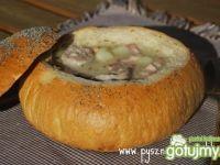 Tradycyjny żurek w chlebie