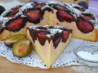 Trójkolorowe ciasto ze śliwkami