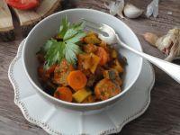 Warzywne ragoût z kiełbasą