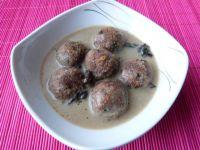 Wieprzowo-wołowe klopsy w sosie grzybowym