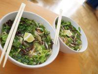Wietnamska zupa Pho z karpiem