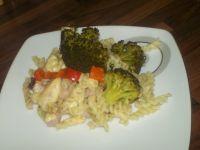 Zapiekanka makaronowa z brokułem i szynką