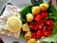 Zdrowa ryba z pieczonymi warzywami