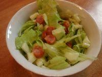 Zielona sałatka z kabanosami drobiowymi