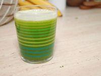 Zielony koktajl oczyszczający z selerem i brokułem