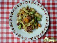 Ziemniaki podsmażane z wędliną i warzywa