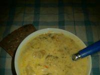 Zupa brokułowa na wywarze ze skrzydełek i warzyw