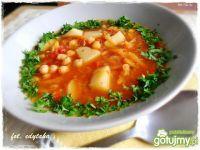 Zupa cieciorkowa z różnościami