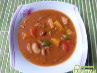Zupa gulaszowa z fasolą i papryką