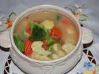 Zupa jarzynowa na drobiu.