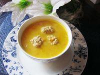 Zupa klopsowa z tartą marchewką