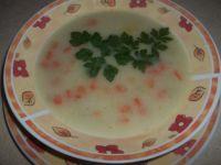 Zupa marchewkowa z groszkiem i kaszką manną