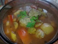 Zupa paprykowa z pieczarkami i pulpetami