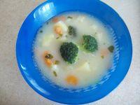 Zupa warzywna z brokułem i zacierkami
