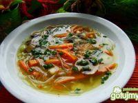 Zupka pieczarkowa  z makaronem ryżowym