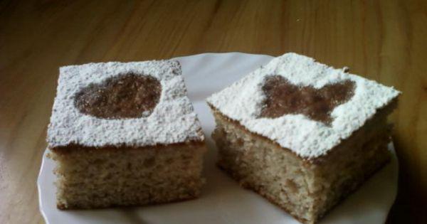 Bananowiec - Bananowiec udekorowany cukrem pudrem