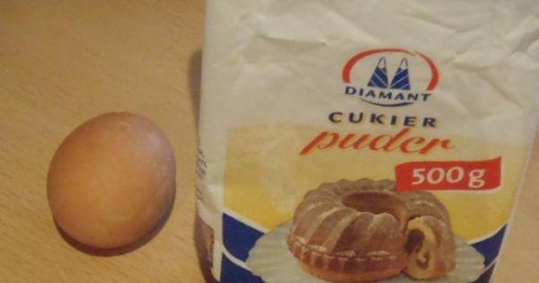 Biały lukier - Podstawowe składniki przepisu to cukier puder i białko.