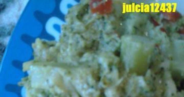 Brokuły z papryką i serkiem topionym - Gotowe brokuły z papryczką czerwoną i serkiem topionym :)