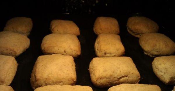 Bułki pszenno-żytnie z otrębami - Można posmarować mlekiem lub jajkiem Piec 20 minut w 200stopniach Ostudzić na kratce