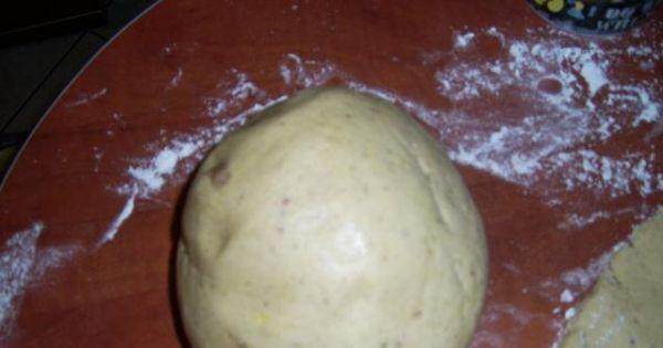 Ciasteczka orzechowe loli - Wszystkie składniki na ciasto wymieszać ze sobą i ugnieść na ciasto.