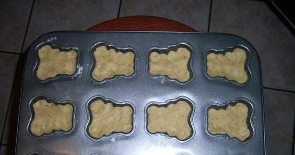 Ciasteczka orzechowe loli - Rozwakowane ciasto nakladać do foremek na ciasteczka.