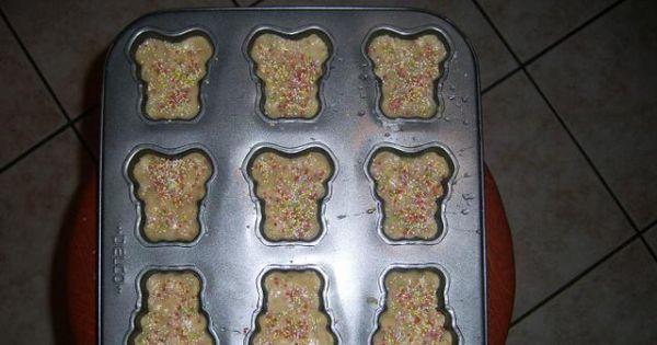 Ciasteczka orzechowe loli - Ciasteczka nasmarować białkiem i posypać ozdobną posypką.