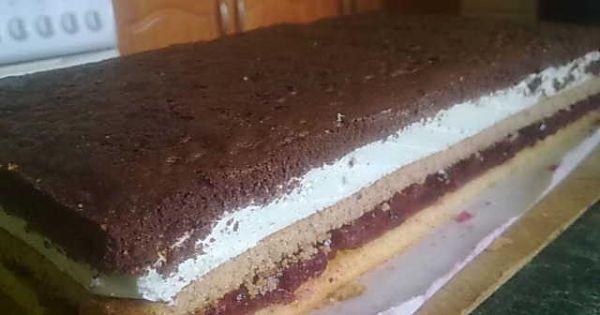 Ciasto Dzień Kobiet - Kolorowy placek przełożony kolorowym nadzieniem