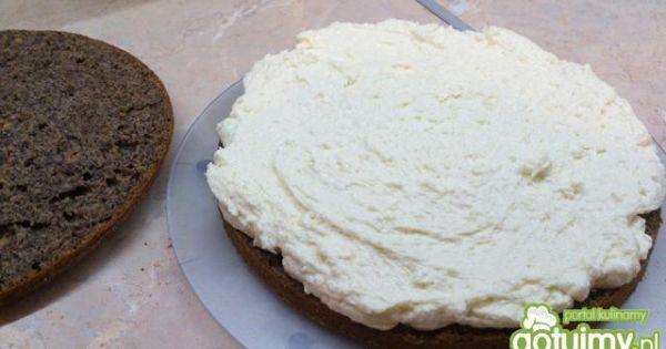 Ciasto makowe z kremem  - ciasto przekroić na dwa palcki i wyłożyc krem