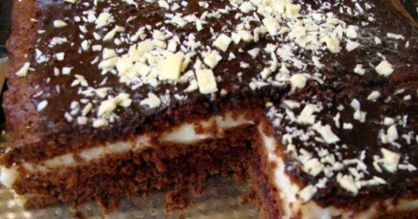 Ciasto piernikowe - Upieczone i przełożone ciasto polać polewą i udekorować