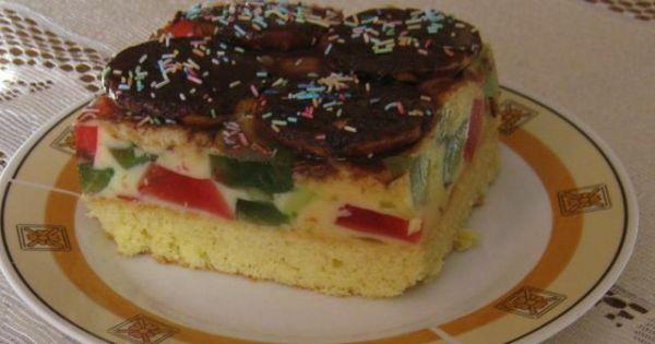 Ciasto z masą i galaretką - Można zrobić trochę wyższe ciasto i przełożyć masą .