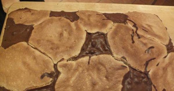 Ciasto z serem - Na blaszkę układać na przemian kleksy z ciast, wstawić do piekarnika, upiec