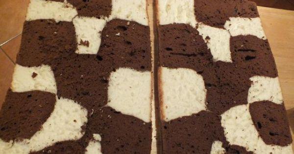 Ciasto z serem - Po wystygnięciu ciasto biszkoptowe przekroić na pół