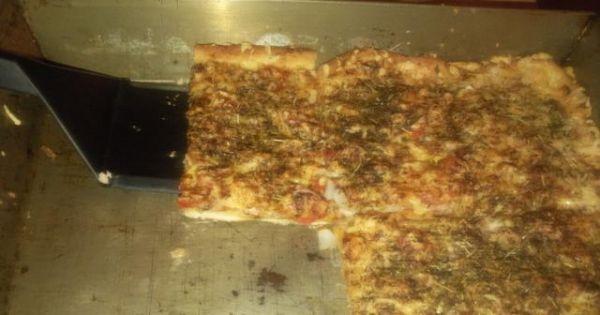 Domowa pizza z mięsem mielonym - Gotowa domowa pizza z mięsem mielonym. Bardzo sycąca i smaczna.